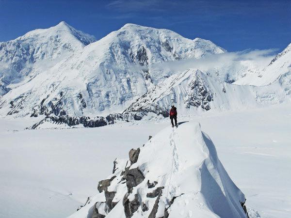 Un momento della prima salita di Meraldi e Giovannini lungo lo Sperone Est del Kahiltna Peaks West (3914m, Gruppo del McKinley-Denali, Alaska), arch. Giovannini - Meraldi