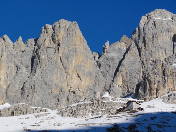 DoloMitiche -  Rifugio Agostini in Val d'Ambiez, with Cima Susat in the background, archivio Alessandro Beber