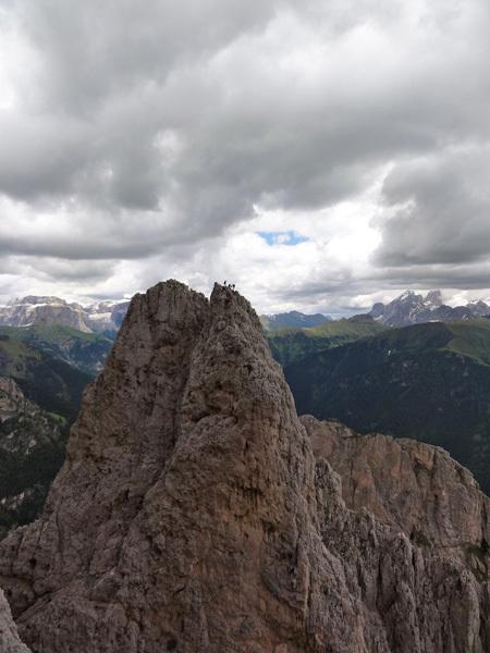DoloMitiche - cordata in cima alla Torre Rizzi, archivio Alessandro Beber