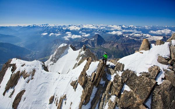 Il russo Valery Rozov e il BASE jump dal versante italiano del Monte Bianco., Thomas Senf