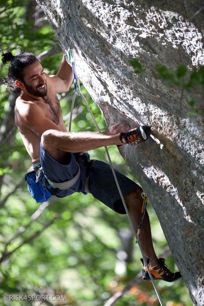 Roberto Parisse climbing La Prua 8b, Roberto Parisse