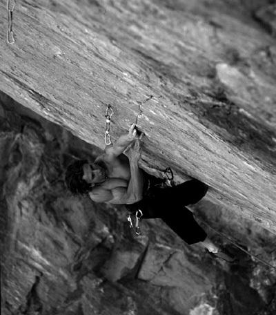 Alberto Gnerro su L'Avaro 8c+, Tetto di Sarre, Aosta, Marco Spataro