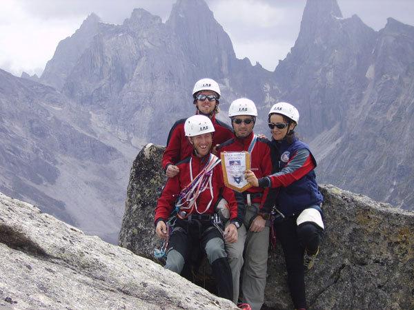 """Il team della spedizione per il 50° anniversario della Scuola di Alpinismo """"Leone Pelliccioli"""" del CAI dI Bergamo, arch. S. Stucchi"""