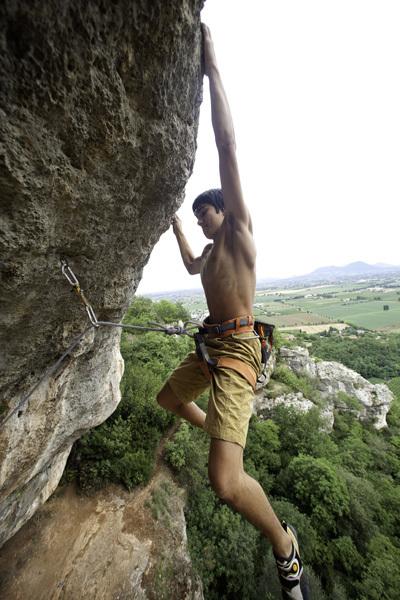 Luca Marzari climbing Il falco 8b, Lumignano, Stefano Maruzzo