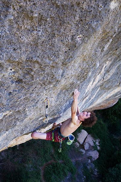 Adam Ondra climbing Gancho Perfecto 9a, Margalef, Vojtech Vrzba