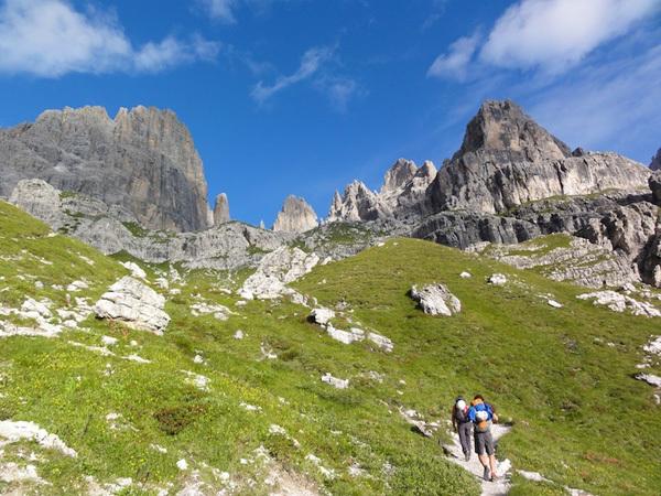DoloMitiche - Salendo verso la parete est della Brenta Alta, dove corre Elisir di Giovinezza., archivio Alessandro Beber