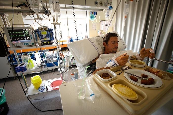 Adam Pustelnik in hospital in Orviedo, Bernardo Gimenez