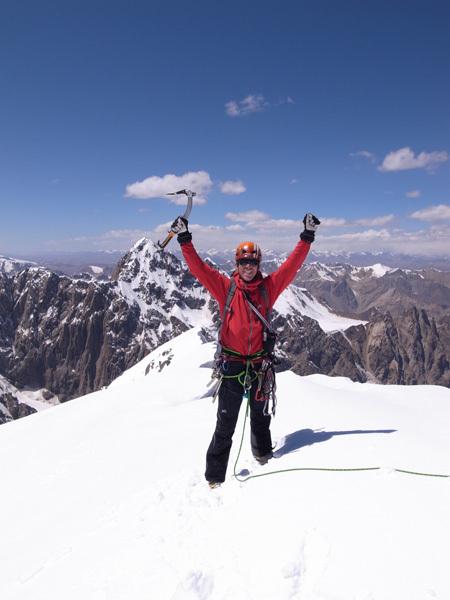 Kristoffer Szilas in cima a Peak Alexandra con la inviolata Pt 5318 inello sfondo., Kristoffer Szilas