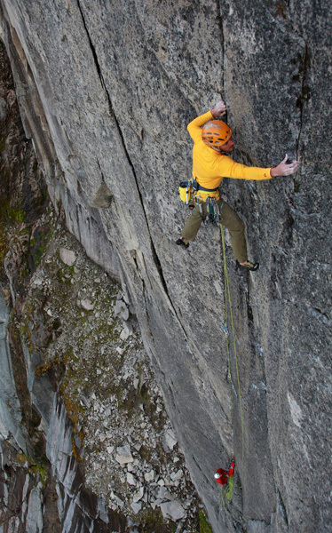 Dave MacLeod durante la prima libera di Bongo Bar (400m, 8a) Blåmann, Norvegia.
