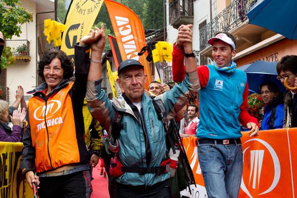 Gianni Savoia l'ultimo finisher della seconda edizione dell'endurance trail più duro al mondo, accompagnato per mano da Anne Marie Gross e Jules Henry Gabioud, i due vincitori dell'edizione 2011, Stefano Torrione