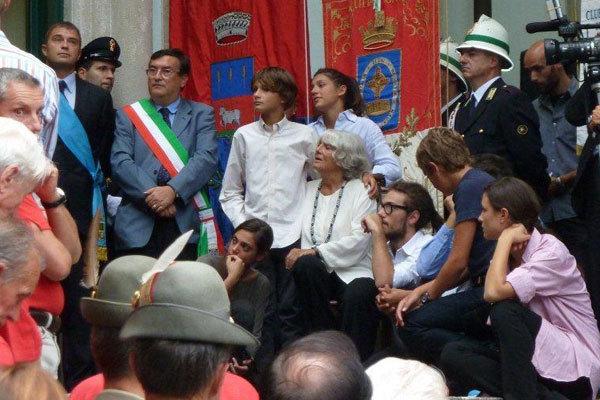 Rosanna Podestà e i nipoti a Villa Gomez per il saluto al loro  Walter Bonatti., A. Giorda