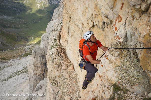 Roberto Canzio sale Re Artù (300m, 6b) sui Lastoni di Formin in Dolomiti., Francesco Tremolada