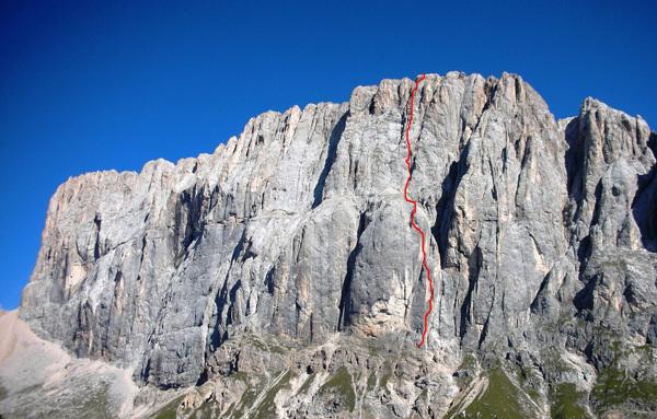 La linea di Bruderliebe (800m/8b/8b+), Marmolada, Dolomiti, Damiano Levati