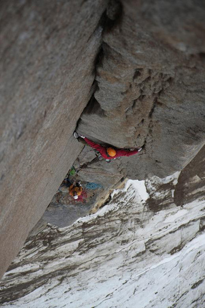 Toni Lamprecht durante la prima salita di Serratit, Quvnerit Island, Greenland, archivio Swiss-Bavarian Climbing Expedition