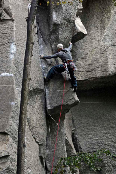 Yuji Hirayama during the first trad on-sight of Grazie Ricky 8a+ at Cadarese, Riky Felderer
