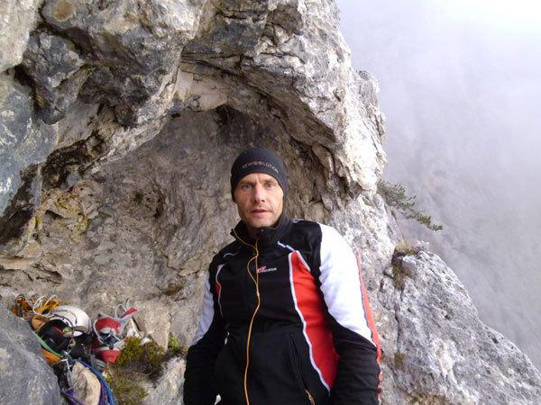 Marc Anghileri dopo il bivacco della prima solitaria della via Ultimo Zar alla Prima Pala di San Lucano (Dolomiti), Marco Anghileri