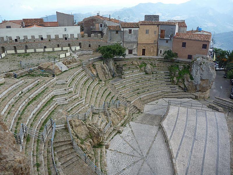 Anfiteatro di Pollina, Cain Olsen