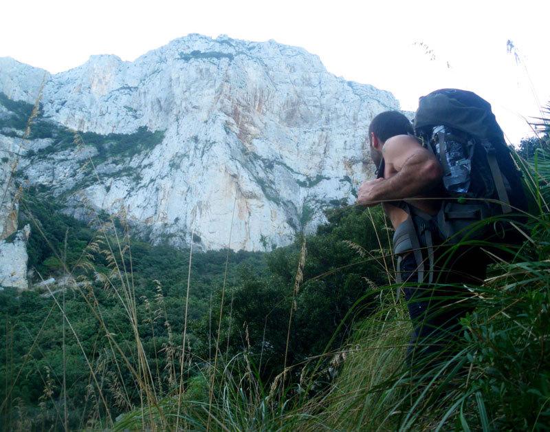 Massimo Flaccavento in avvicinamento alla Punta Baloo - Monte Gallo, Palermo, archivio M. Flaccavento - G. Barbagallo