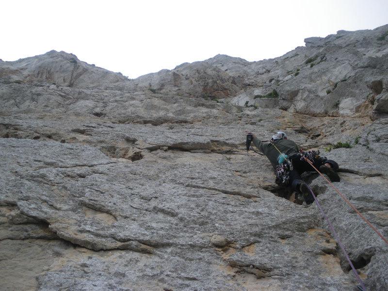 Massimo Flaccavento in apertura sul terzo tiro durante il primo tentativo su Stella di Periferia - Punta Baloo, Monte Gallo, Palermo, archivio M. Flaccavento - G. Barbagallo