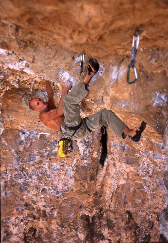 Alessandro Jolly Lamberti climbing at Sperlonga, Alfredo Smargiassi