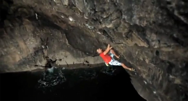 Neil Gresham on Submariner (7b+/S1), Pembroke, Wales, posingproductions.com