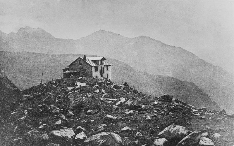 Foto storica Rifugio Pavillon, Mont Fréty, Monte Bianco, Courmayeur, archivio Gioachino Gobbi