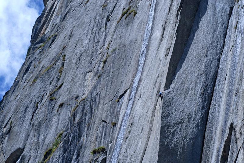 James Pearson su Joy Division (800m, 8b ) sul Qualido, Val di Mello, Riky Felderer