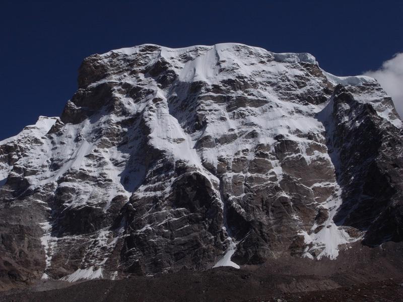 Gojung (6310m) nella catena montuosa del Kapthang sul confine tra il Nepal ed il Tibet in Himalaya., Mick Fowler