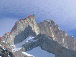 The line of the Aguja Guillaumet North Ridge (350m, 6c).