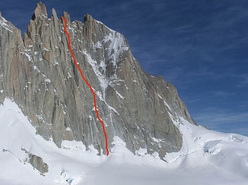 The route line of Let's get wild (600m, 7a, 90°, Simon Gietl, Roger Schaeli 12/2012) on Aguja Guillaumet (2579m) in Patagonia