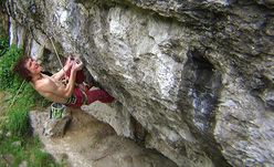 Adam Ondra su Hubble, 8c+ (Ben Moon 1990, Raven Tor, UK)