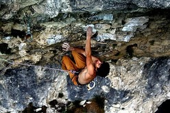 Jacopo Larcher sale Super maratona 8b a Massone, Arco
