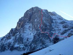 Il tracciato della via Le nebbie del Paretone, parete Nord Ovest dell'Anticima della Vetta Orientale del Corno Grande.