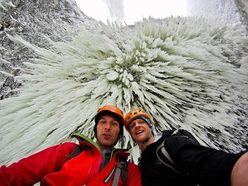 Klemen Preml and Tim Emmett below the Helmcken Falls, Canada