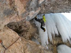 Alex Corrò climbing Ritorno al futuro II M5 V, 65m at Sappada