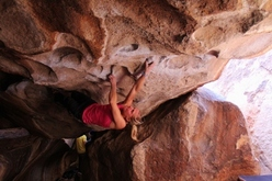 Katharina Saurwein sending Rumble in the Jungle V12/8A+ a Hueco
