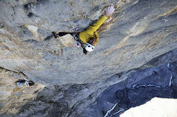 Out of space (8a+ A1, 600m) Chalchschijen. Pascal Siegrist sul 12° trio, 7b/c