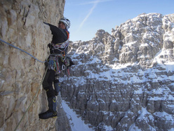 15-16/03/2012: Simon Gietl during the first winter traverse of the Tre Cime di Lavaredo, Dolomites.