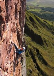 Luka Krajnc climbing on Acopan