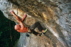 Markus Bock freeing Matador 9a  in October 2007 in the Frankenjura, Germany