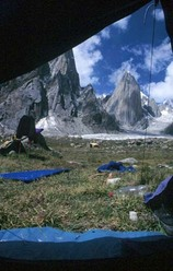 Women and chalk, Parete est Shipton Spire, Trango, Pakistan