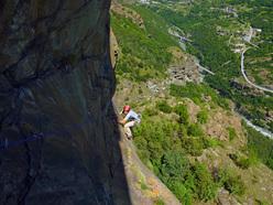 Wonder Crack (Matteo Giglio, Sergio Minoggio 01/06/2010 120 m, 7a+ ), Pilier Rhodo, Montjovet, Valle d'Aosta
