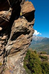 Arrampicata trad sul Pilier Rhodo a Montjovet, Valle d'Aosta