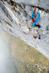 Luca Passini e Matteo Piccardi in azione sulla Via del Det (Sasso Cavallo - Grigna)