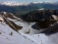 14/05/2012:  NE face of Grivola descended with skis and snowboard by Davide Capozzi, Luca Rolli and Francesco Civra Dano
