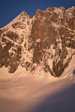 The line of ascent of Les Barbares on Pointe Raphel Borgis du Pré de Bar (Mont Blanc range).