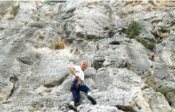 Rinaldo Amigoni in arrampicata a Sperlonga