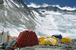 18/05/2012 Ueli Steck & Everest: oxygen bottles at Camp 2