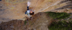 Cody Roth durante la prima salita trad di Mainliner 14a/b R (8b+/8c) at Las Conchas, Jemez Mountains, New Mexico, USA