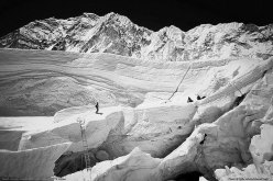Sulla parte superiore dell'Icefall dell'Everest. Sullo sfondo il Nuptse.